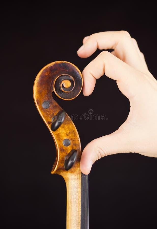Skrzypce czopu pudełko (skrzypce i ręka tworzy serce) zdjęcia stock