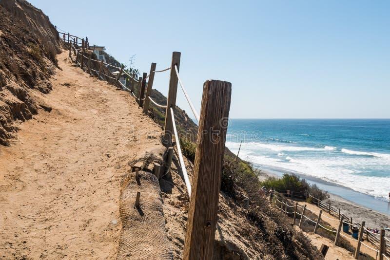 Skugga att ge strandtillträde på stranden för fyr` s royaltyfria bilder