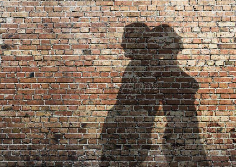Skugga av manen och kvinnan på väggen royaltyfria foton