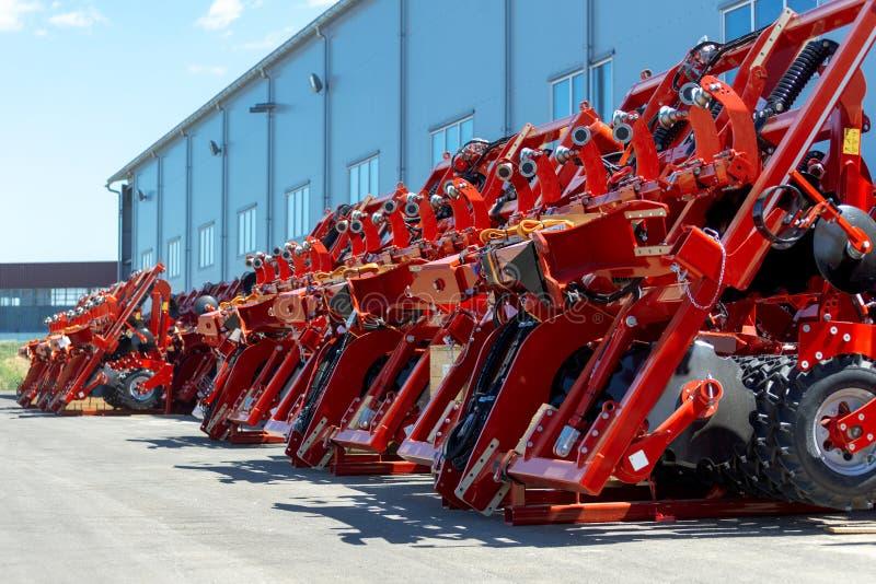 Skuggad jordbruks- utrustning Produkter av det jordbruks- maskineriet för växt för tillverkning av fotografering för bildbyråer
