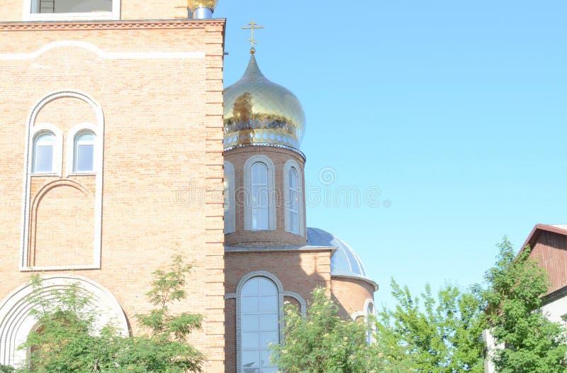 skuggan av en ängel på kyrkan royaltyfri fotografi