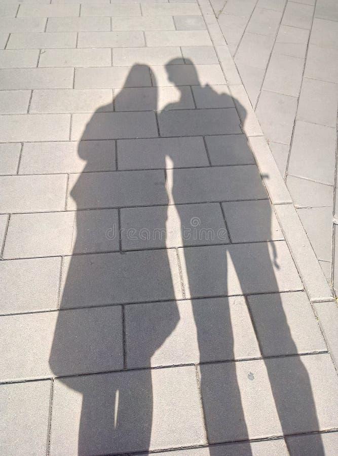 Skuggor av två personer royaltyfri foto