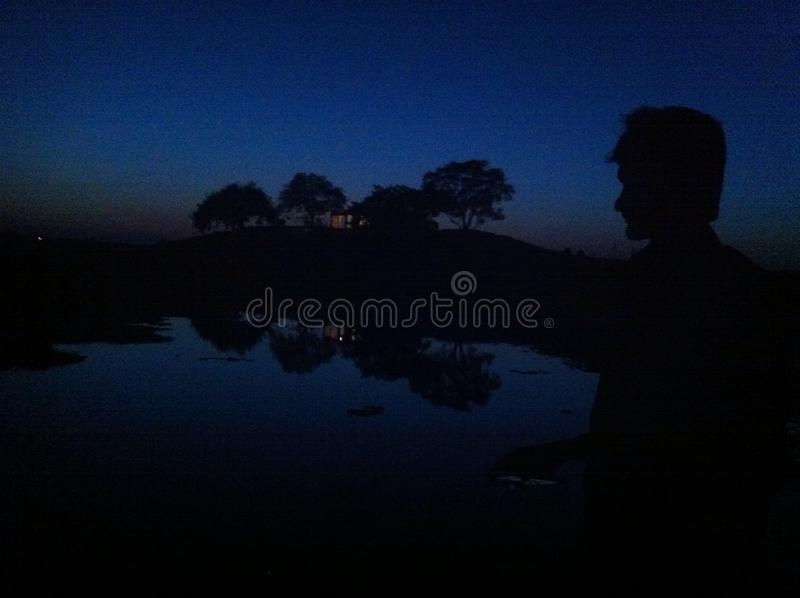 Skuggor i mörkret fotografering för bildbyråer
