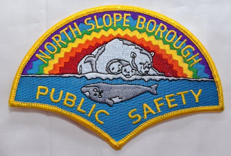 Skuldralappen av avdelningen för North Slope stadallmänhetens säkerhet i Alaska royaltyfria foton