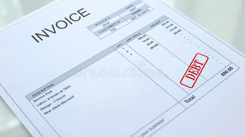 Skuldskyddsremsa som stämplas på fakturadokument, affärsbetalning, lån och krediteringar royaltyfri foto