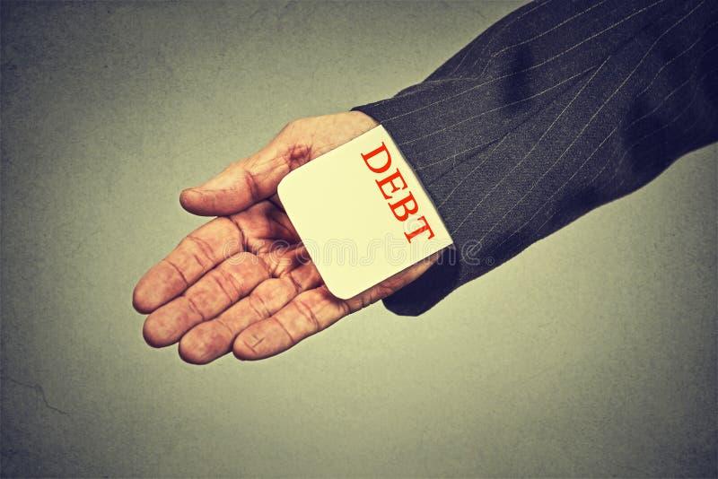 Skuldutlåningbegrepp kort för skuld för nederlag för affärsman i en dräktmuff fotografering för bildbyråer