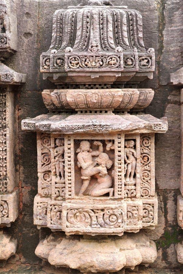 skulpterar den blom- mayadevien för carvings tempelet royaltyfri bild