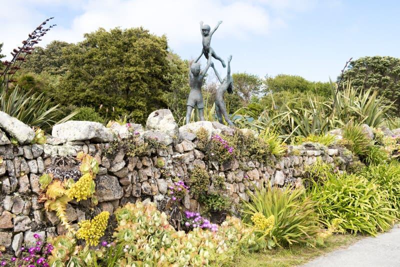 Skulptur in Abbey Garden, Scilly-Inseln stockfotos