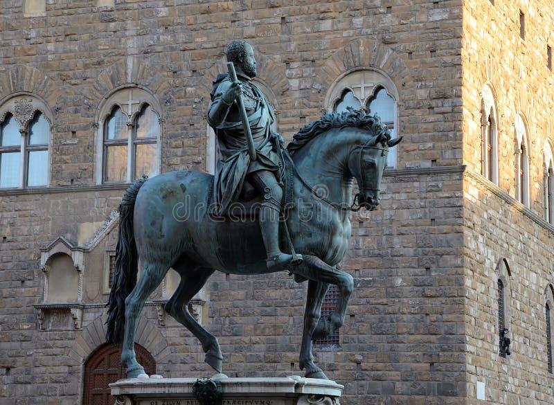 Skulptur av Cosimo De 'Medici på hästryggen - Florence arkivbilder