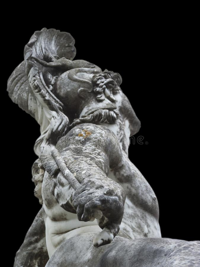 Skulptur av den dö achillesen i achilleionslotten Korfu som isoleras med svart bakgrund royaltyfri bild