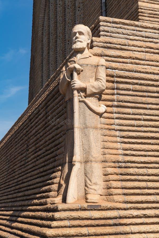 Skulptur av den Voortrekker ledaren Piet Retief på Voortrekkeren M royaltyfri fotografi
