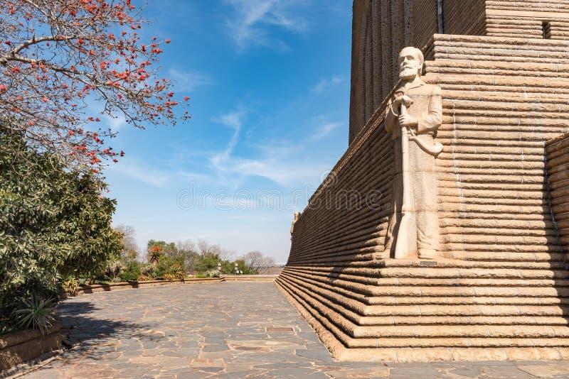 Skulptur av den Voortrekker ledaren Piet Retief på Voortrekkeren M arkivfoto