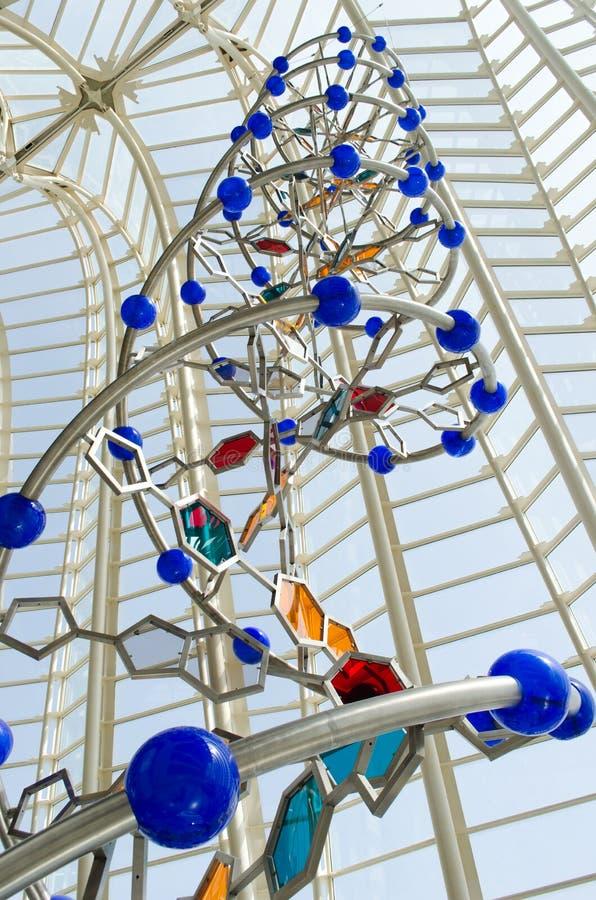 Skulptur av DNA-spiralen (spiralen) royaltyfri bild