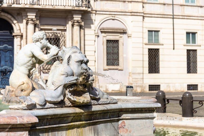 Skulptur av en triton, grekisk gud Hedspringbrunnen i den Navona fyrkanten, Rome, Italien royaltyfria foton