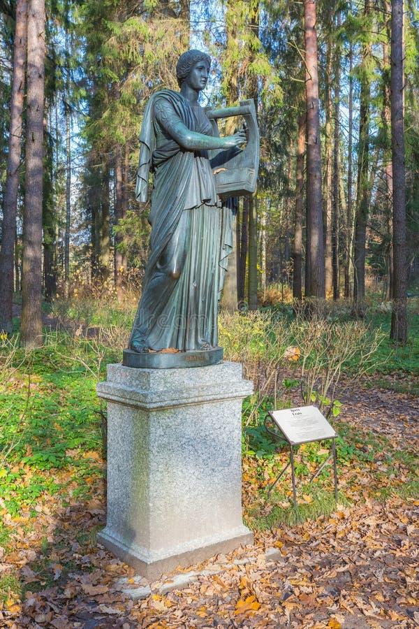 Skulptur av Erato i Pavlovsken parkerar arkivbilder