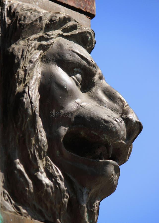 Skulptur av ett lejon som ett symbol av styrka och storhet arkivbilder
