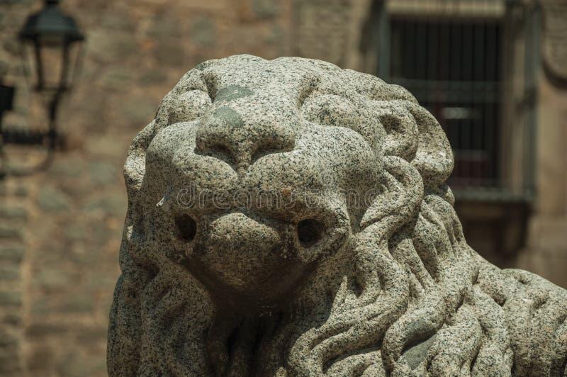 Skulptur av ett lejon tystar ned snidit på stenen på Avila fotografering för bildbyråer