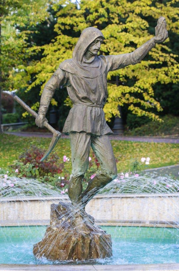 Skulptur av forntida gruvarbetare som arbetar i Wieliczka den salta minen, Wiel arkivbild