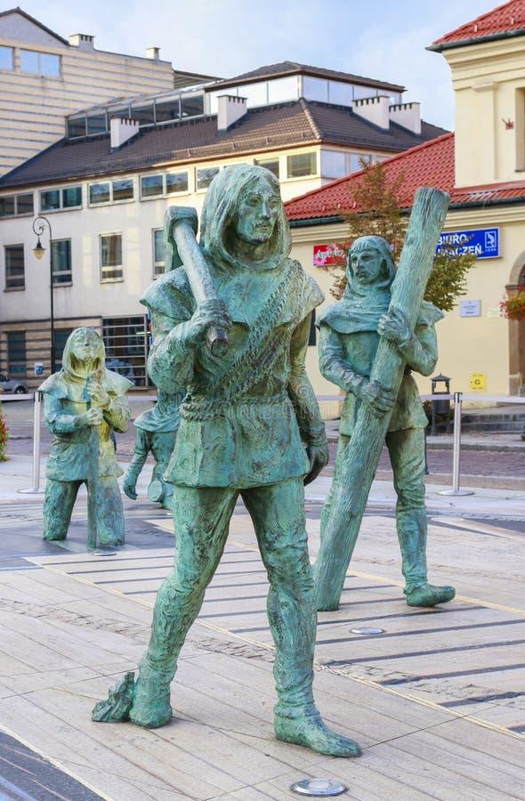 Skulptur av forntida gruvarbetare som arbetar i Wieliczka den salta minen, Wiel royaltyfri bild