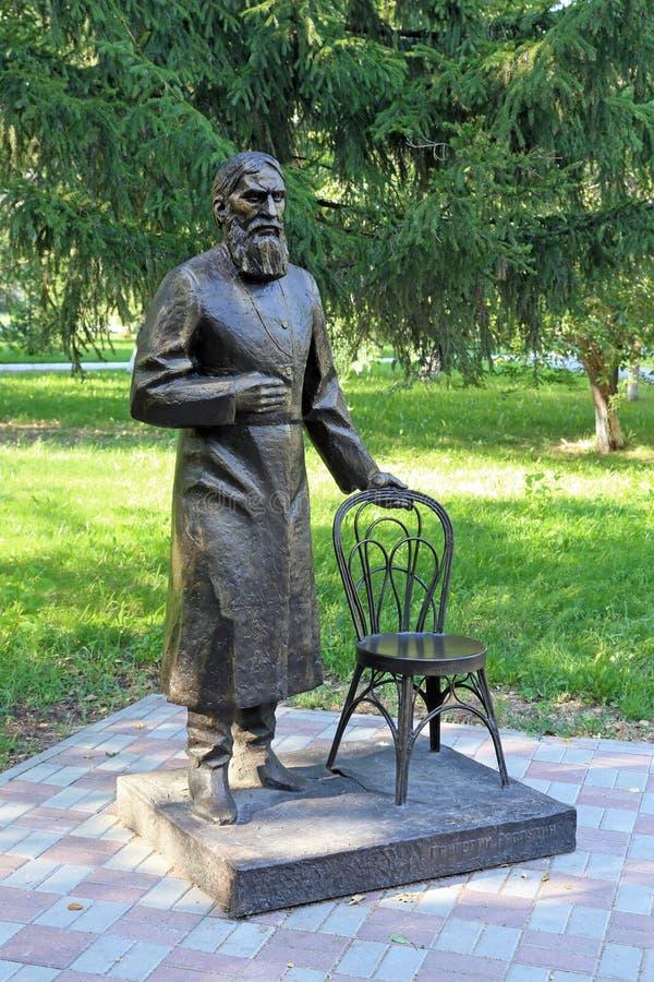 Skulptur av Grigory Rasputin i Tyumenen arkivbild