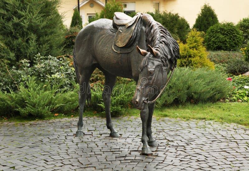 Skulptur av hästen i Baranovichi _ royaltyfri bild