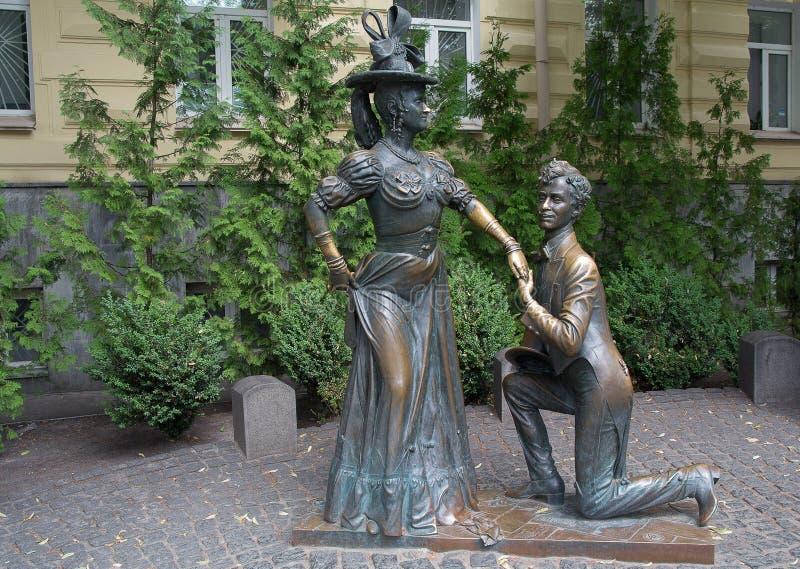 Skulptur av hjältar av sovjetisk komedi` för ` för två hare, kiev royaltyfri foto