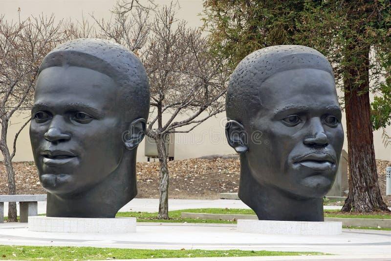 Skulptur av Jackie och Mack Robinson fotografering för bildbyråer