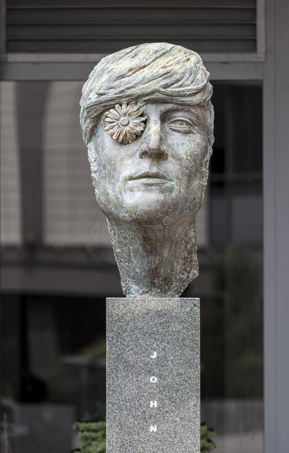 Skulptur av John Lennon royaltyfri foto