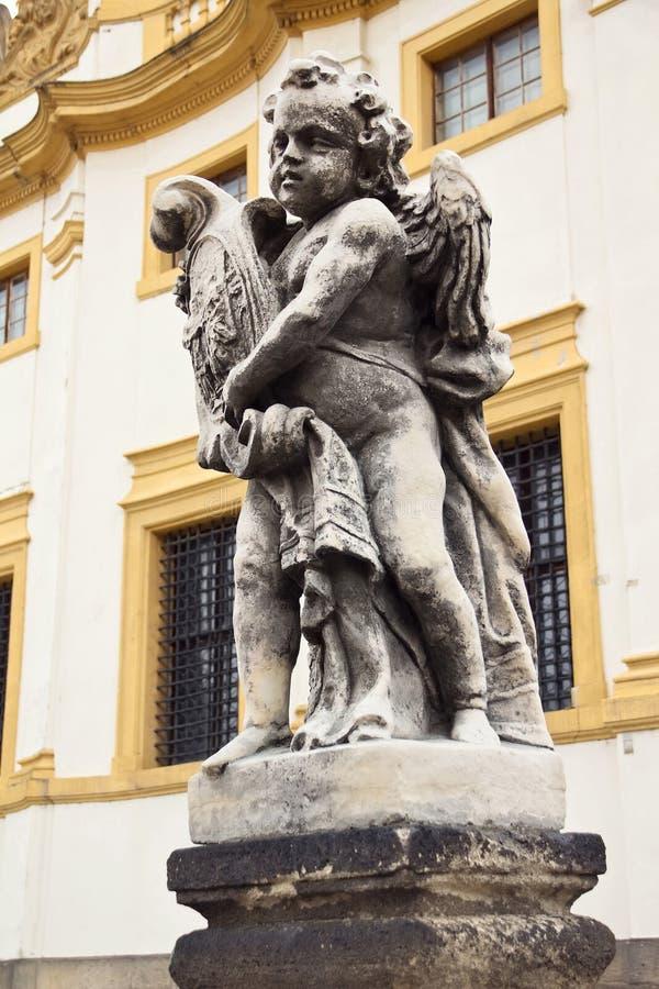 Skulptur av keruben i Prague, Tjeckien arkivbilder