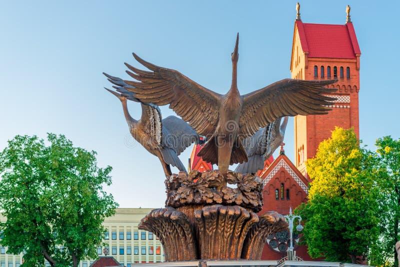 Skulptur av kranspringbrunnen i självständighetfyrkant arkivfoton