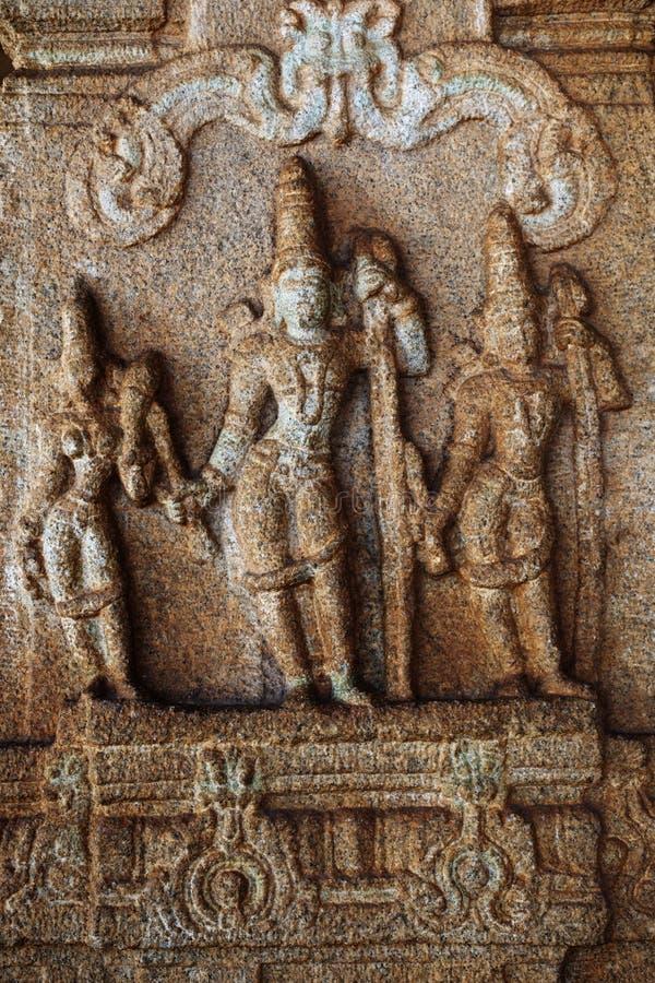 Skulptur av Lord Rama, Lakshman och Sita på den Vittala templet, Hampi, Karnataka, Indien fotografering för bildbyråer