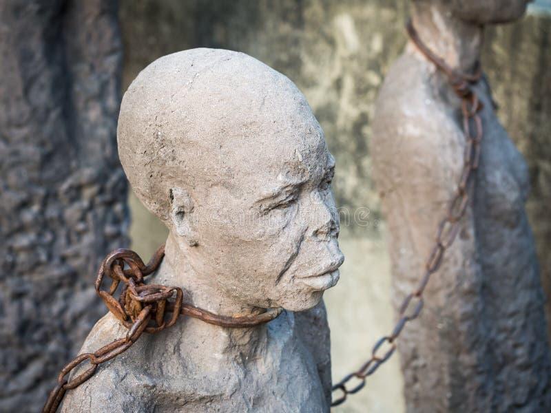 Skulptur av slavar i stenstaden, Zanzibar royaltyfri bild