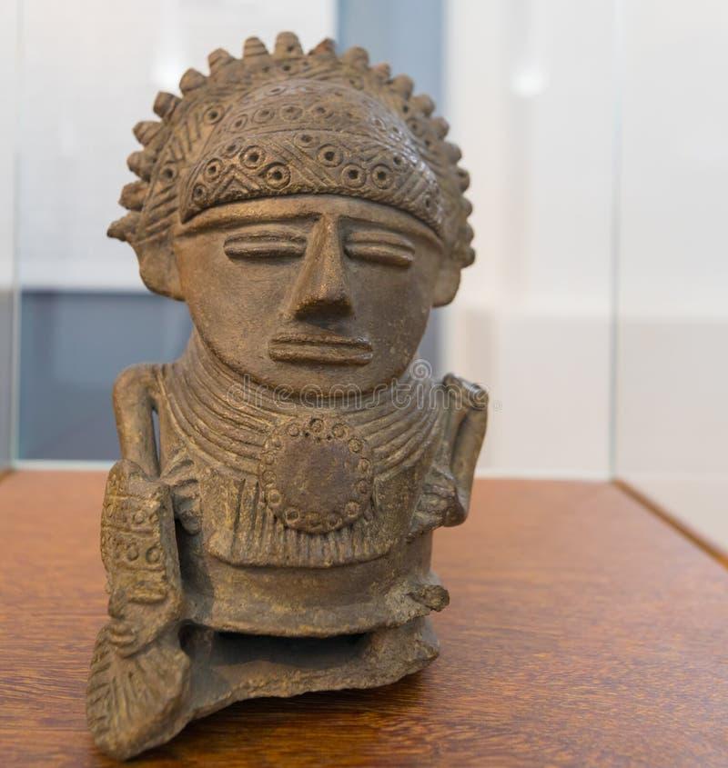 Skulptur Bogota för nationellt museum av en chef av den Chibcha kulturen som är laughterful till det sjätte århundradet F. KR. royaltyfri fotografi