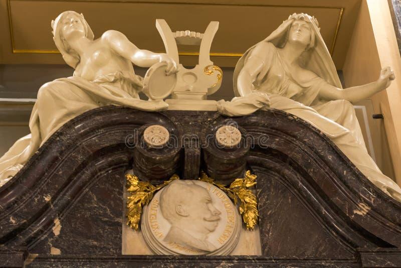 Skulptur der Musen am Opernhaus Lemberg, Ukraine 29 11 lizenzfreie stockfotos