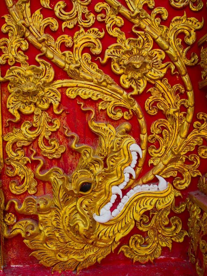 Skulptur der niedrigen Entlastung in den buddhistischen Tempeln Thailand lizenzfreie stockbilder