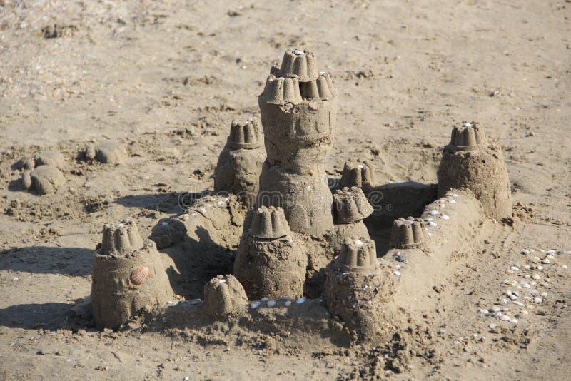 Skulptur des Sandes Der Palast durch das Meer stockfoto