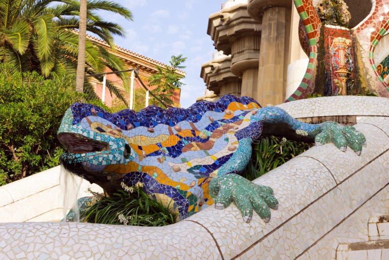 Skulptur eines Drachen im Park Guell in Barcelona stockfoto