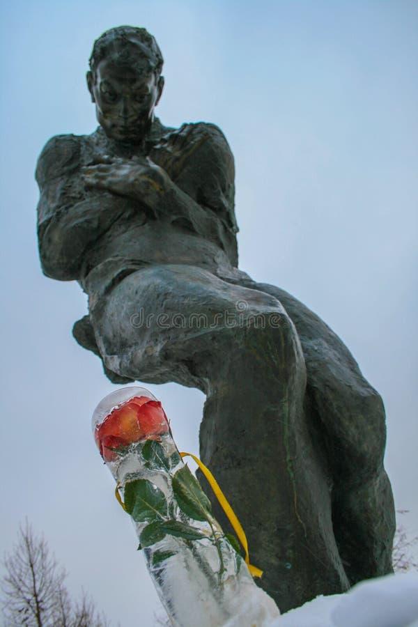 Skulptur eines Mannes in Victory Park Besichtigung von Moskau Gedächtnis des Krieges lizenzfreie stockfotografie