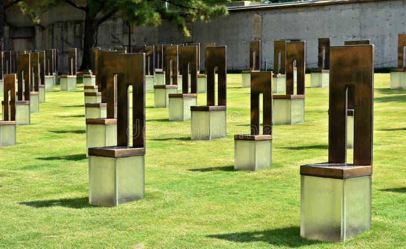 Skulptur fält av tomma stolar, oklahoma cityminnesmärke fotografering för bildbyråer
