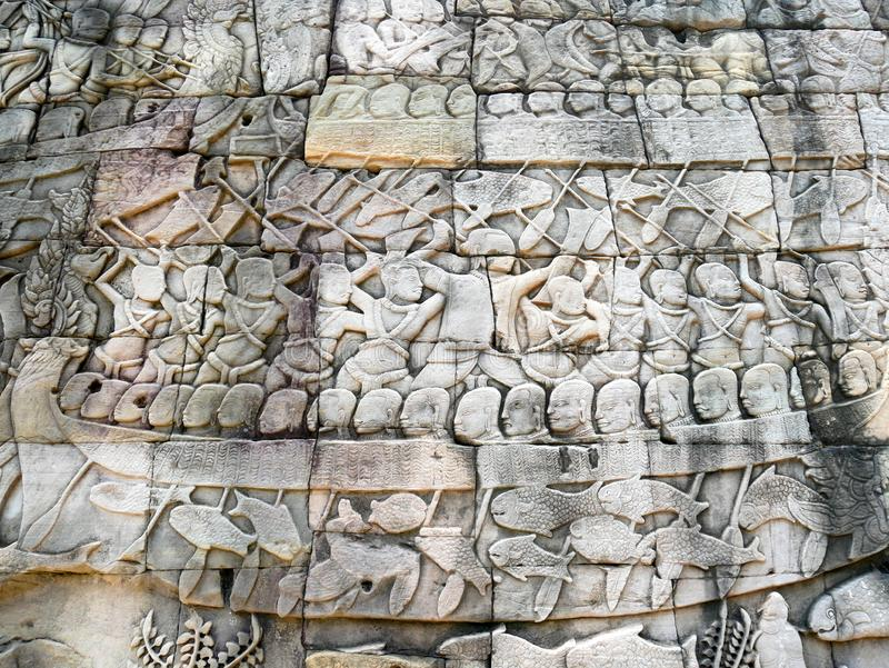 Skulptur för Bas lättnad på den Bayon templet i Angkor Thom, Cambodja royaltyfri foto