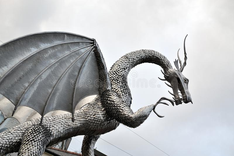 skulptur för welsh metalldrake, arkitektur royaltyfri fotografi
