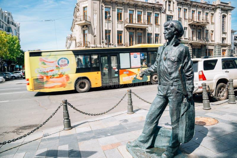 Skulptur-Gedächtnisse des Fremd-Seemanns und der alten Straße in Wladiwostok, Russland lizenzfreie stockfotos