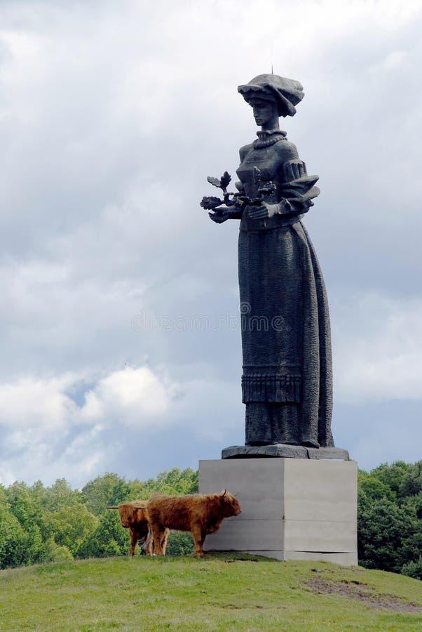 Skulptur i Grutasen parkerar nära den Druskininkai staden royaltyfri foto