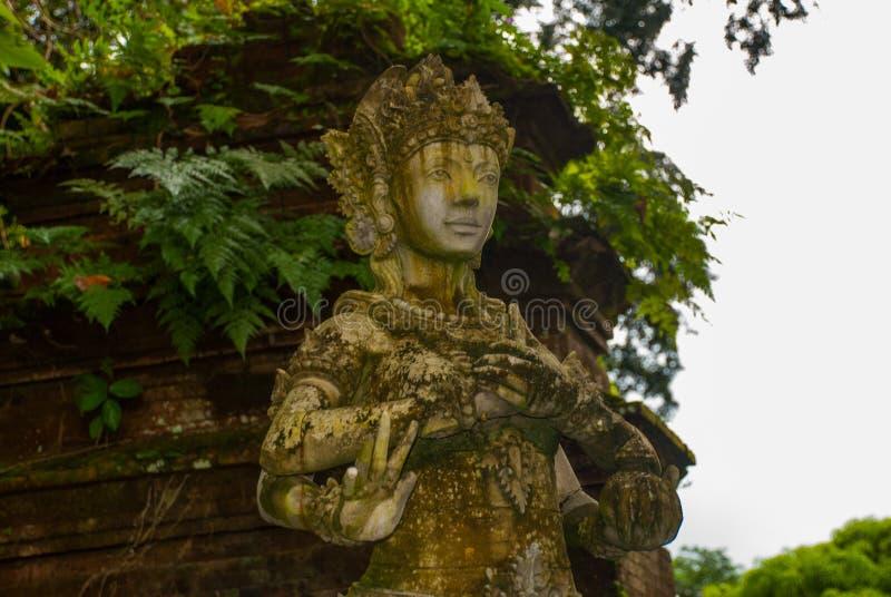 Skulptur i Tirtaen Gangga parkerar, Karangasem, Bali, Indonesien fotografering för bildbyråer