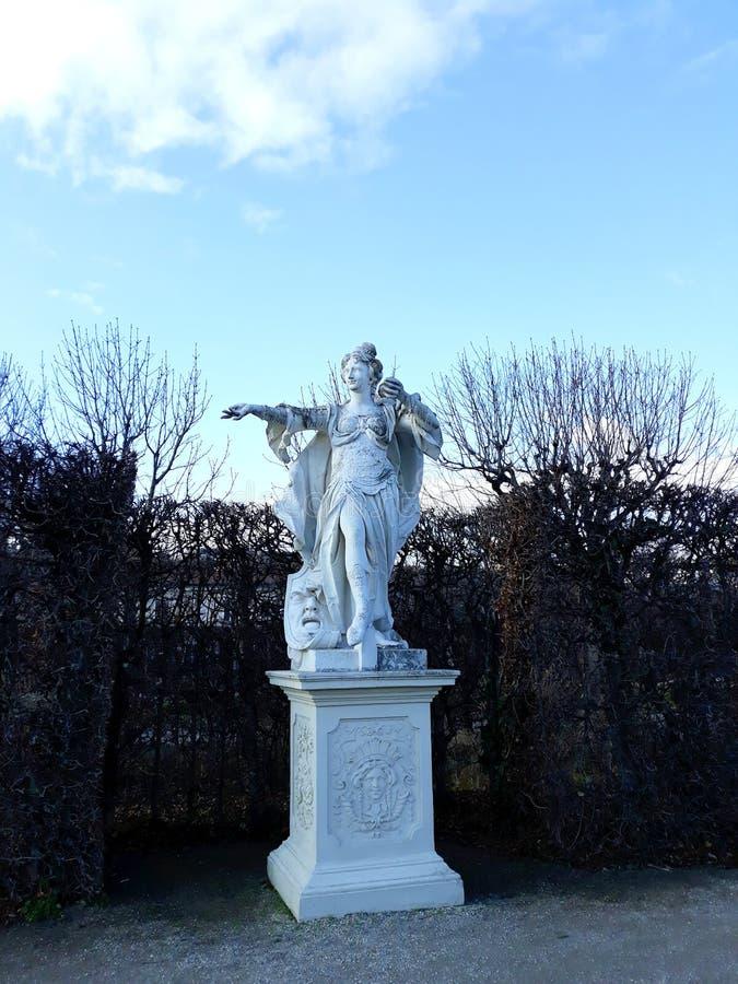 Skulptur im Garten des Belvedere-Palastes stockfotografie