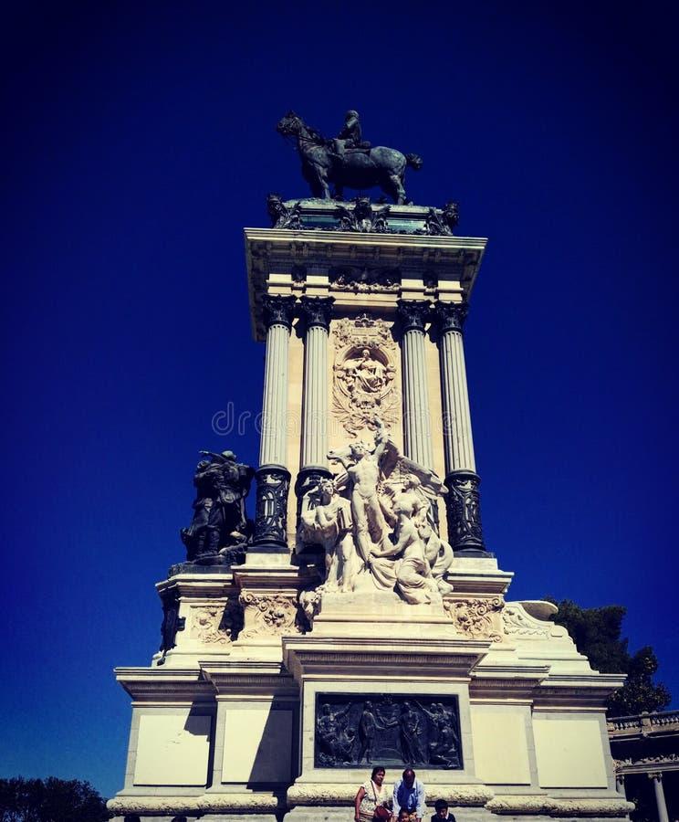 Skulptur im Himmel lizenzfreie stockfotografie