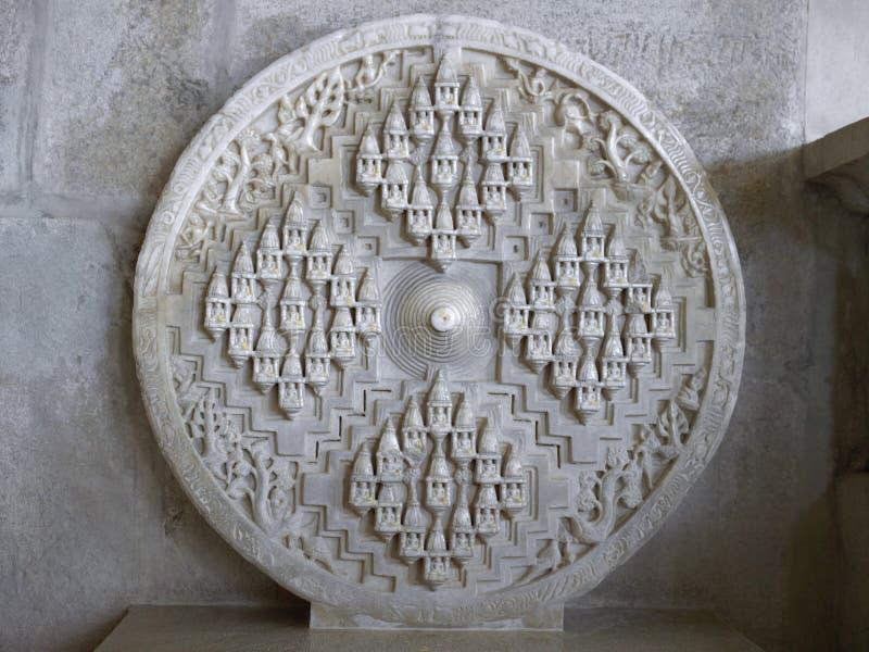 Skulptur inom den Jain templet - Ranakpur - Indien royaltyfri bild
