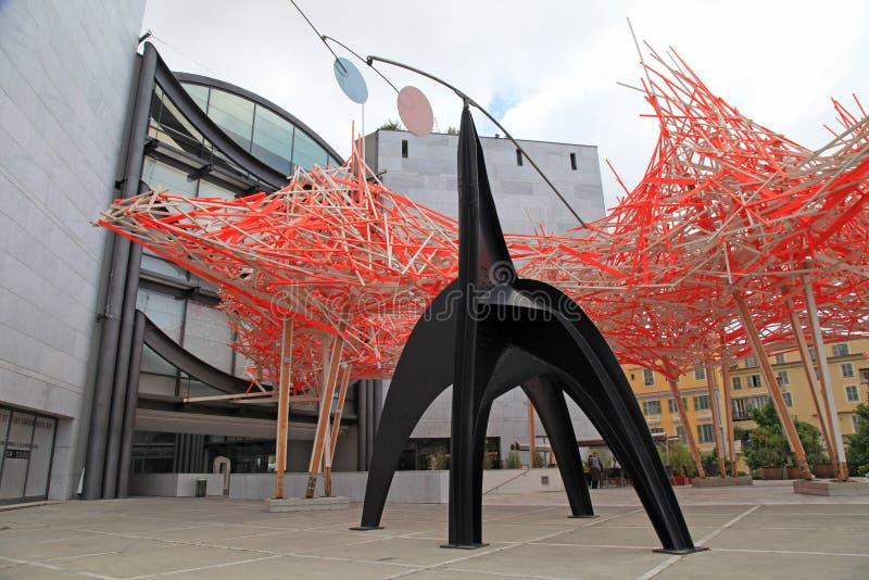 Skulptur och fasad av museet av modernt och samtida konst, N royaltyfria foton