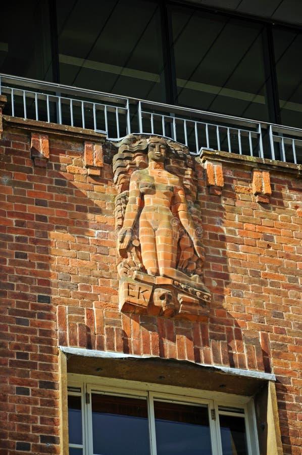 Skulptur på den kungliga Shakespeare teatern arkivbild
