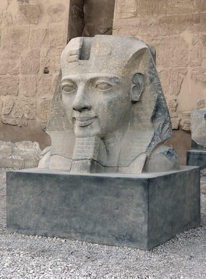 Skulptur på den Luxor templet i Egypten arkivbild